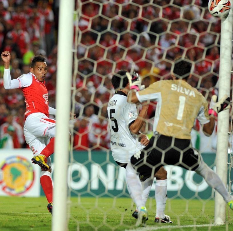 Wilder Medina strzela bramkę dla Independiente /AFP