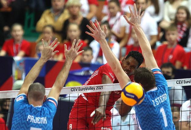 Wilfredo Leon w ataku w meczu Polska - Słowenia /Andrzej  Grygiel /PAP