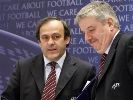 William Gaillard (z prawej) i Michel Platini stoją za PZPN-em /AFP