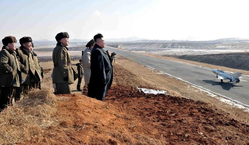 """William Hague ostrzega przed """"paranoiczną retoryką"""" Kim Dzong Una /AFP"""