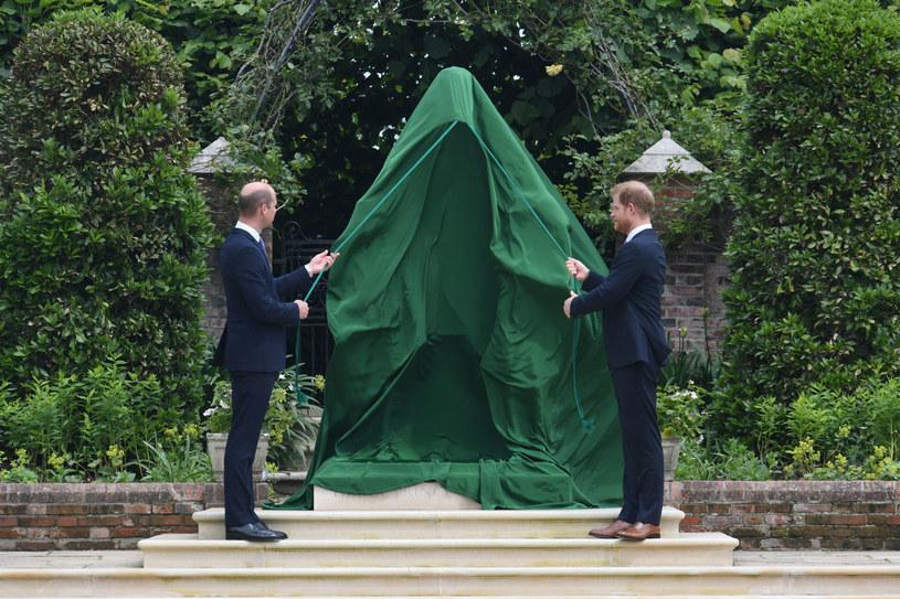 William i Harry wspólnie odsłonili pomnik lady Diany /Getty Images