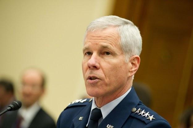William Shelton - generał sił powietrznych US - wyjawił potrzebę dozoru orbity geostacjonarnej /AFP