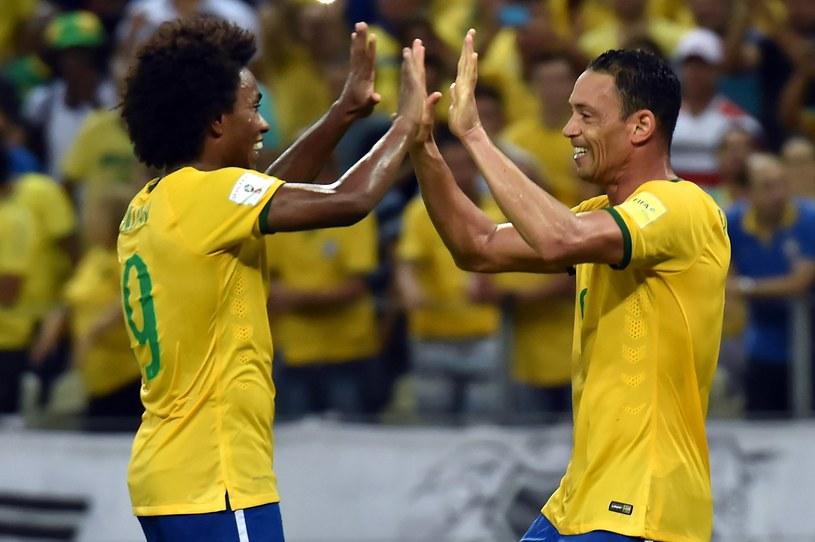 Willian (z lewej) i Ricardo Oliveira podzielili się bramkami dla Brazylii /AFP