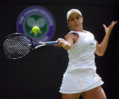 Wimbledon. Liderka Barty i broniąca trofeum Kerber grają dalej