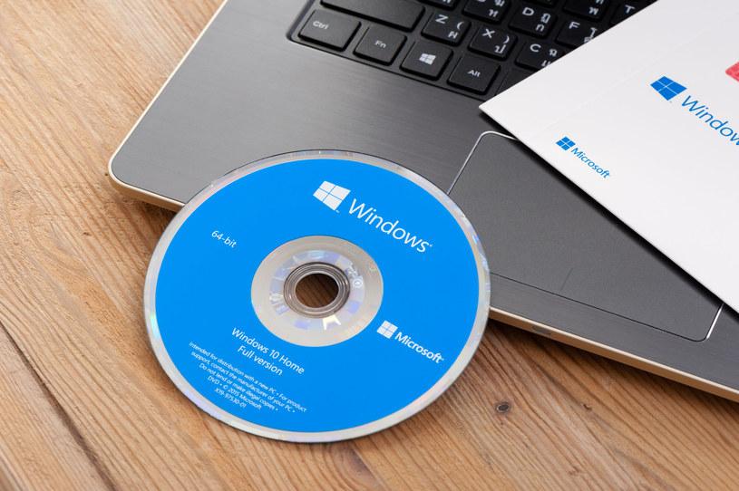 Windows 10 z błędem powodującym restart komputera /123RF/PICSEL