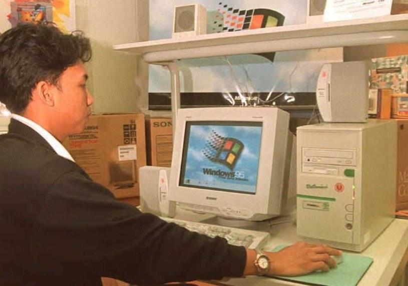 Windows 95 trafia na komputery w postaci aplikacji /AFP