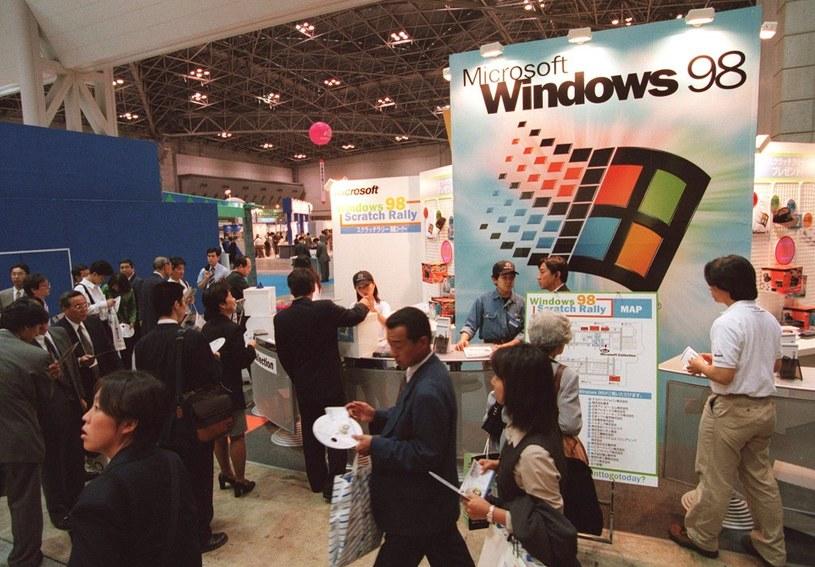 Windows 98 był krokiem milowym dla firmy /AFP