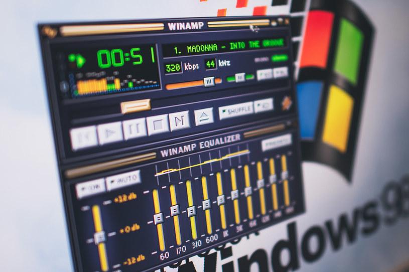 Windows 98 w przeglądarce /123RF/PICSEL