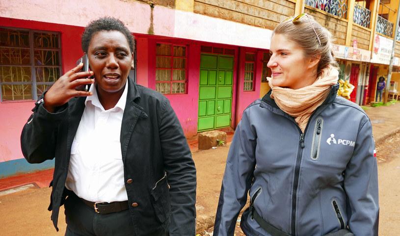 Winnie Gichuri, szefowa jednej ze strażnic, oraz Magdalena Jarocka z kenijskiej misji Polskiego Centrum Pomocy Międzynarodowej /Marcin Ogdowski /INTERIA.PL