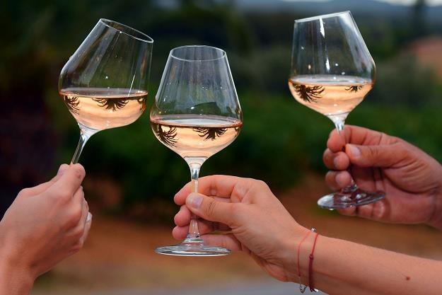 Wino do posiłku w restauracji? /AFP