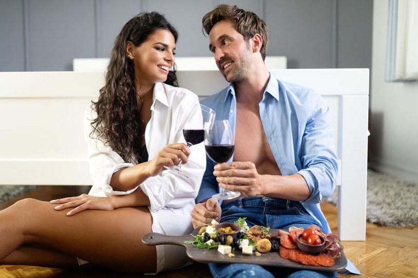 Wino i seks a okres? /©123RF/PICSEL