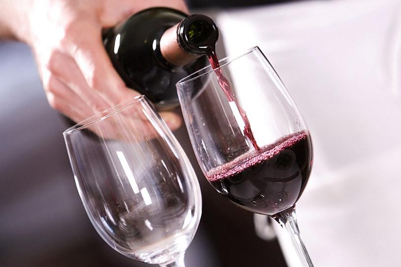 Wino ma silne właściwości odmładzające. Zrób z niego domowe kosmetyki /© Photogenica