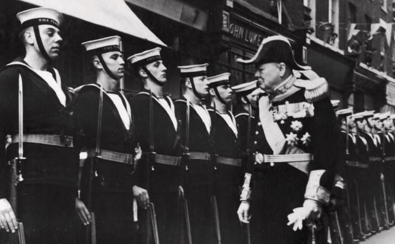 Winston Churchill zdecydował się zainwestować w rozwój nowej broni /Mary Evans Picture Library /East News