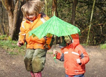 Wiosenna, zdradliwa pogoda nie sprzyja zdrowiu dziecka /© Panthermedia