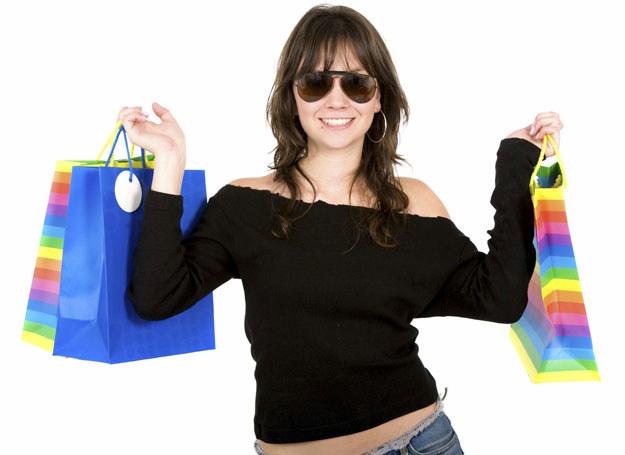 Wiosenne odświeżanie garderoby nie może się obejść bez paru wydatków /ThetaXstock