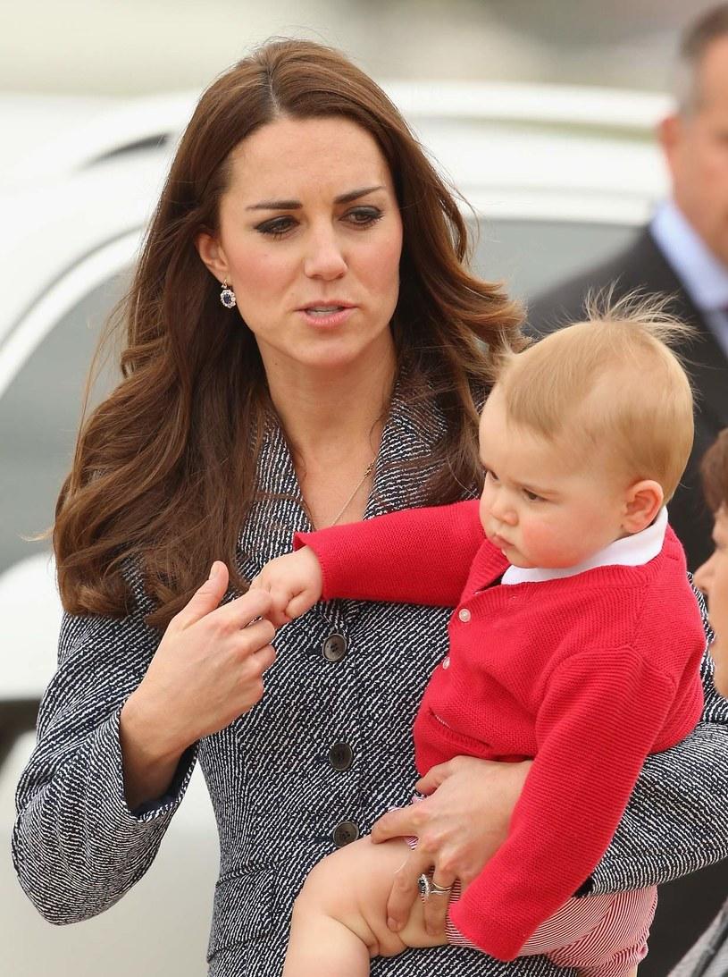 Wiosną książę odbył wraz z rodzicamiswoją pierwszą oficjalną podróż do Australii. /Getty Images