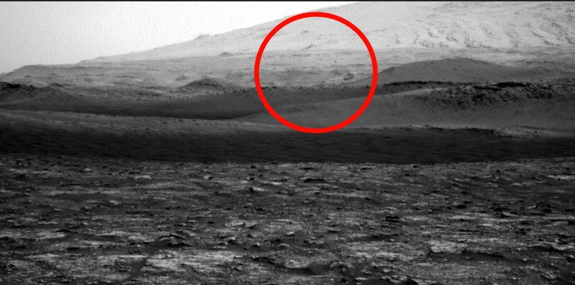 Wir pyłowy uchwycony przez łazik Curiosity /materiały prasowe