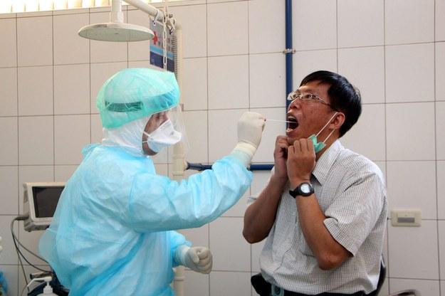 Wirus zabija coraz więcej ludzi. Ofiar ponad tysiąc