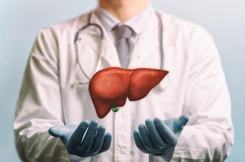 Wirusowe zapalenie wątroby może prowadzić do jej marskości, a nawet raka /123RF/PICSEL