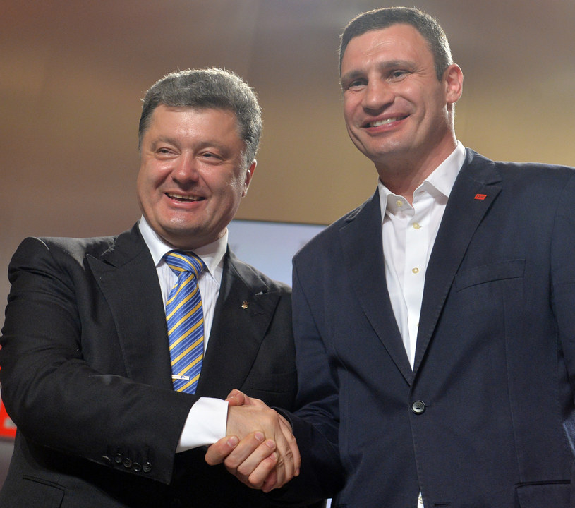 Witalij Kliczko i Petro Poroszenko /AFP