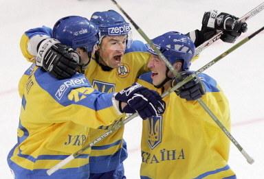 Witalij Semenczenko (w środku) to były reprezentant Ukrainy /AFP