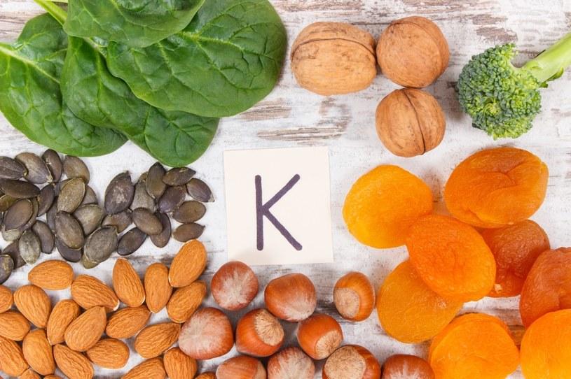 Witamina K jest niezbędna w diecie /123RF/PICSEL