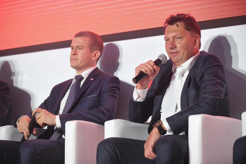 Witold Bańka (z lewej), minister sportu, i Dariusz Banaszek, prezes PZKol /Bartłomiej Zborowski /PAP