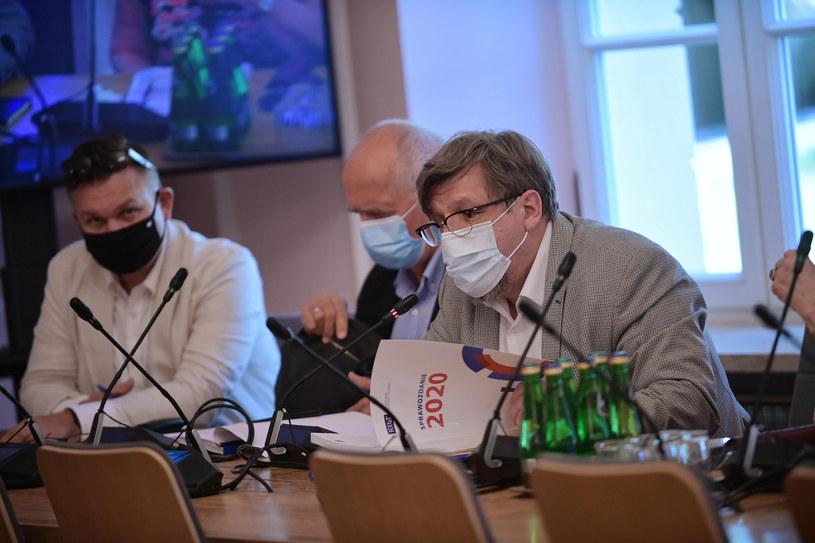 Witold Kołodziejski (P) podczas posiedzenia sejmowej Komisji Kultury i Środków Przekazu / Marcin Obara  /PAP