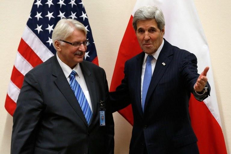 Witold Waszczykowski i John Kerry w Brukseli /AFP