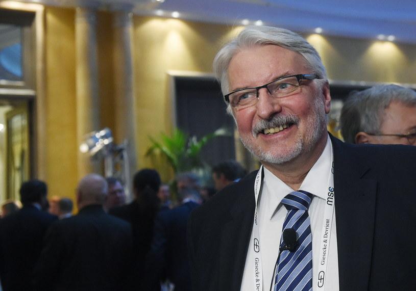 Witold Waszczykowski rozmawia z dziennikarzami podczas 53. Monachijskiej Konferencji Bezpieczeństwa /Radek Pietruszka /PAP