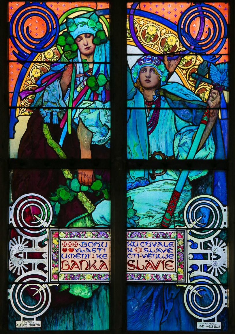 Witraże Alfonsa Muchy w katedrze św.Wita /©123RF/PICSEL