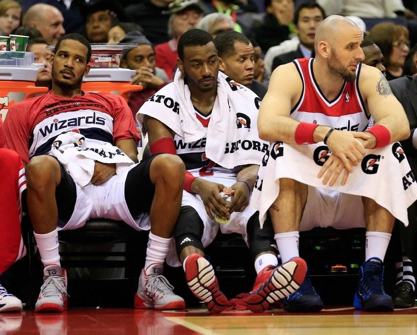 Wizards przegrali czwarty kolejny mecz. Od lewej: Trevor Ariza, John Wall i Marcin Gortat /AFP