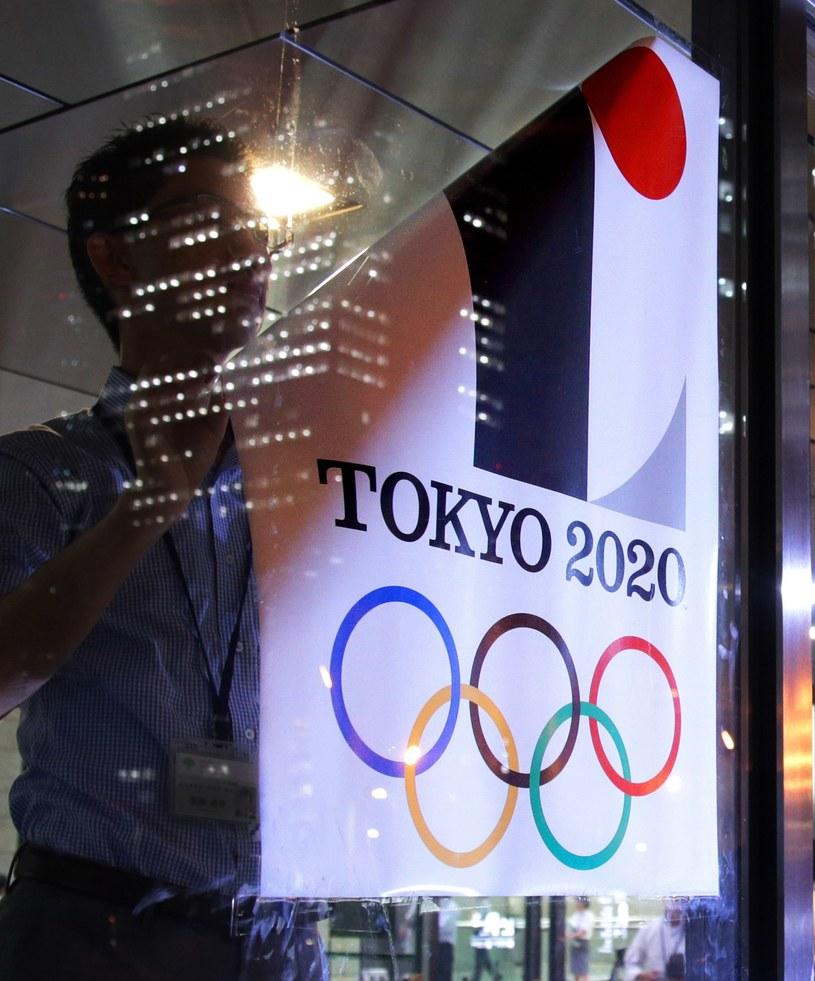 Wizerunek starego logo jest usuwany z miejsc publicznych /AFP