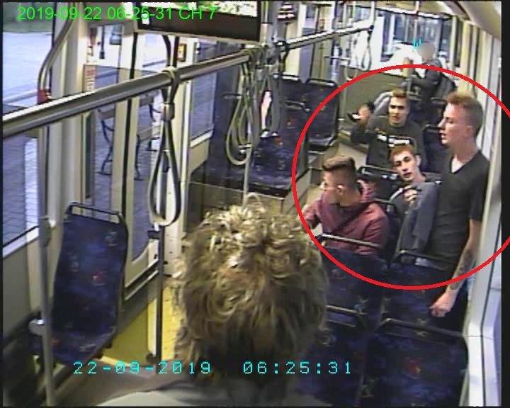 Wizerunki poszukiwanych opublikowane przez krakowską policję. /policja.pl /Policja