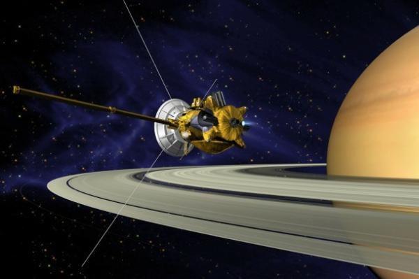 Wizja artystyczna sondy Cassini, misji klasy flagowej, na orbicie Saturna /NASA