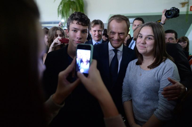 Wizyta premiera Donalda Tuska (C) w Zespole Szkół nr 4 w Pułtusku /Jacek Turczyk /PAP