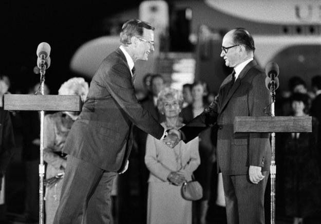 Wizyta prezydenta USA George'a Busha w Polsce, powitanie na lotnisku Okęcie, 1989 r. /Jacek /Agencja FORUM