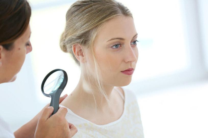 Wizyta u dermatologa /©123RF/PICSEL