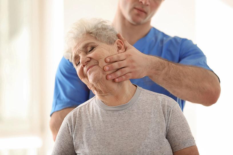 Wizyta u kręgarza - szczególnie wbrew zaleceniom lekarza - często nie jest dobrym pomysłem /123RF/PICSEL