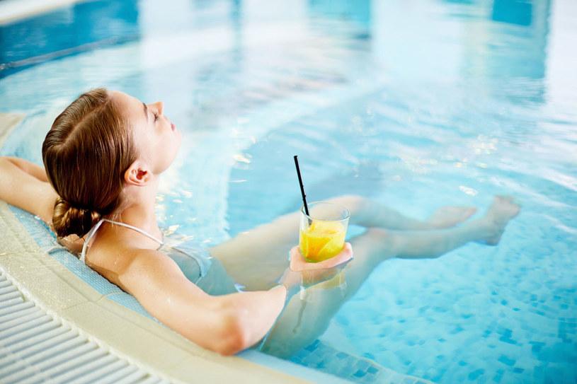 Wizyta w basenach termalnych rozgrzewa, relaksuje i przywraca dobry nastrój. Warto wybrać się do polskich term już przy pierwszych przymrozkach, by nabrać sił na długie, zimowe miesiące /123RF/PICSEL