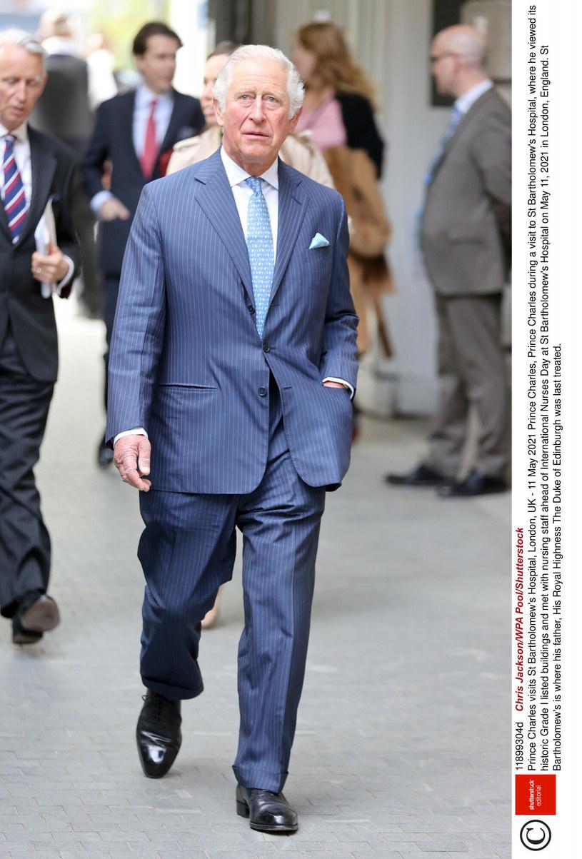 Wizyta w szpitalu była niezwykle ważna dla księcia Karola. Pragnął on podziękować personelowi za opiekę nad chorym ojcem /Rex Features /East News