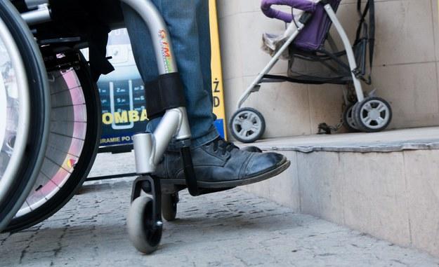 Wizytacja pracowników opieki społecznej będzie warunkiem przywrócenia zasiłku dla opiekuna niepełnosprawnego /Andrzej Grygiel /PAP
