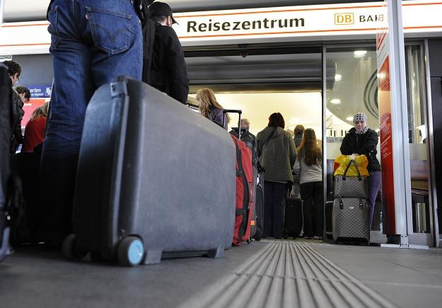 Wizz Air chce zmienić zasady opłat za bagaż podręczny /AFP