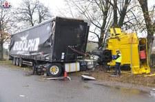 0007OXT3VEDN6X5Y-C307 Wjechał BMW wprost pod ciężarówkę