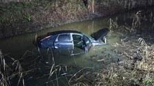 Wjechał samochodem do rzeki. We krwi miał ponad 2 promile