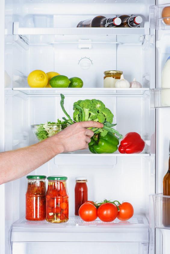 Wkładaj czystą żywność do lodówki /©123RF/PICSEL