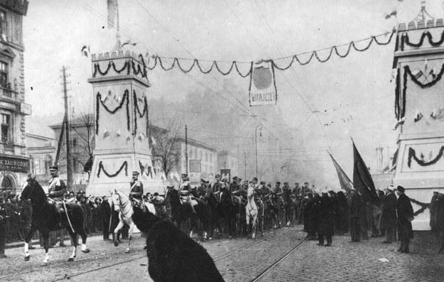 Wkroczenie Legionów Polskich do Warszawy - 1 grudnia 1916 r. /Ze zbiorów Narodowego Archiwum Cyfrowego