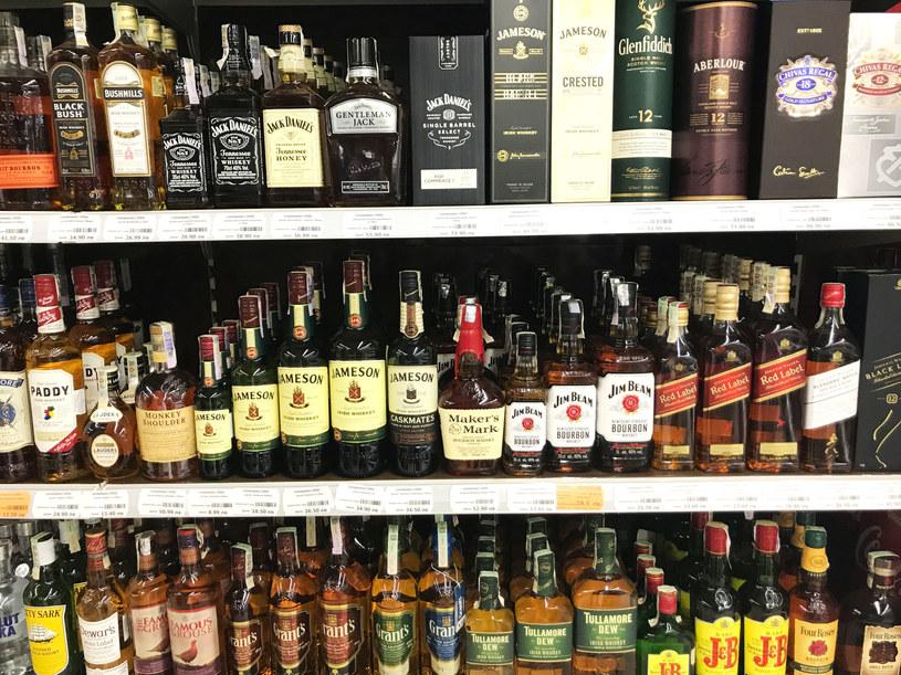 Wkrótce może pojawić się problem dostępności whisky z powodu ogłoszonego niedawno przez brytyjski rząd lockdownu. /123RF/PICSEL