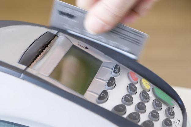 Wkrótce może zostać obniżona opłata, którą sklepy płacą bankom za płatność kartą /© Panthermedia