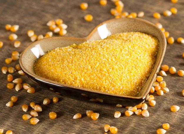 Włącz kaszę kukurydzianą do swojej diety. /123RF/PICSEL